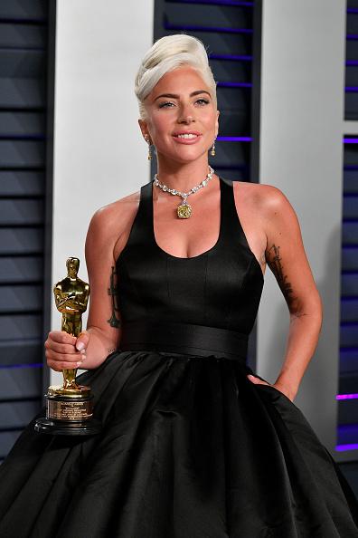 Shallow「2019 Vanity Fair Oscar Party Hosted By Radhika Jones - Arrivals」:写真・画像(13)[壁紙.com]