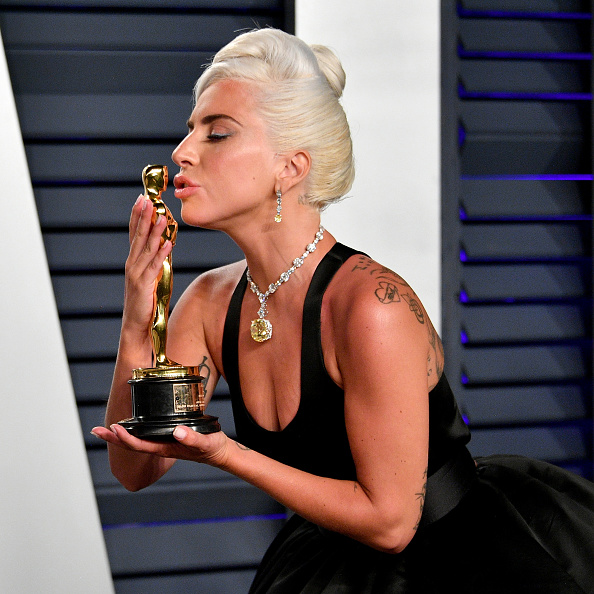 Shallow「2019 Vanity Fair Oscar Party Hosted By Radhika Jones - Arrivals」:写真・画像(8)[壁紙.com]