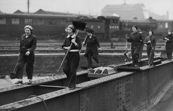 Medium Group Of People「LNER Cleaners」:写真・画像(15)[壁紙.com]