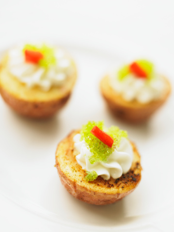 Sour Cream「Baby red potatoes with sour cream, red pepper and wasabi tobiko」:スマホ壁紙(1)