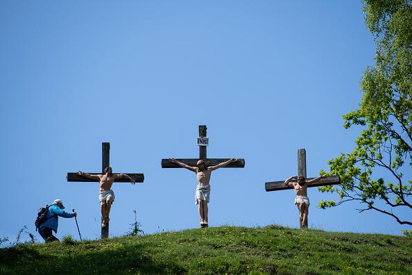 Crucifix「Birkenstein Ascension Service During The Coronavirus Crisis」:写真・画像(16)[壁紙.com]