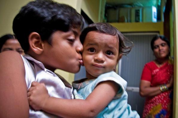 Ritam Banerjee「Slumdog Millionaire Actor Mohammed Azaruddin Is given New House」:写真・画像(0)[壁紙.com]