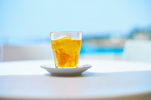 Horizontal「Italy, Glass of crodino drink at street cafe near beach」:スマホ壁紙(13)