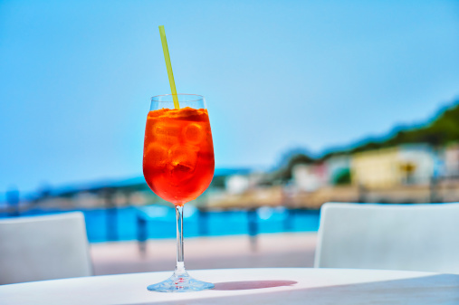 Serving Food and Drinks「Italy, Glass of Aperol spritz drink at street cafe near beach」:スマホ壁紙(14)