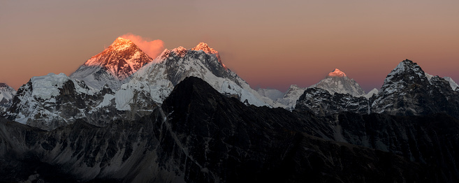 Khumbu「Nepal, Himalaya, Khumbu, Everest region, sunset on Everest and Nuptse」:スマホ壁紙(5)