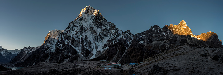 Khumbu「Nepal, Himalaya, Khumbu, Everest region, Cho la, Dzonglha, Cholatse peak」:スマホ壁紙(2)