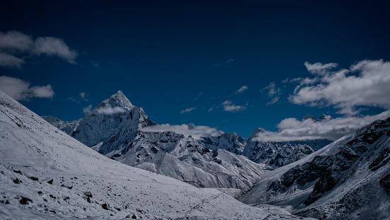 Ama Dablam「Nepal, Himalayas, Sagarmatha National Park, Ama Dablam, View of snowcapped mountains」:スマホ壁紙(7)