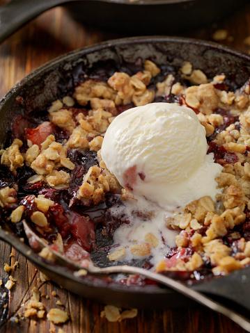 Frozen「Strawberry and Blueberry Crisp with Vanilla Ice Cream」:スマホ壁紙(17)