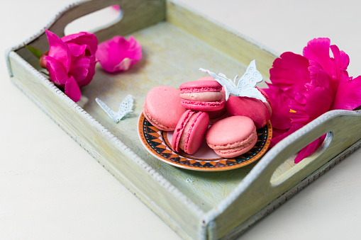 カラフル「Strawberry and raspberry macarons」:スマホ壁紙(10)