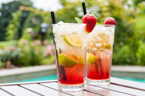 Alcohol - Drink「Strawberry Caipirinha with fresh mint and strawberry in glasses」:スマホ壁紙(12)