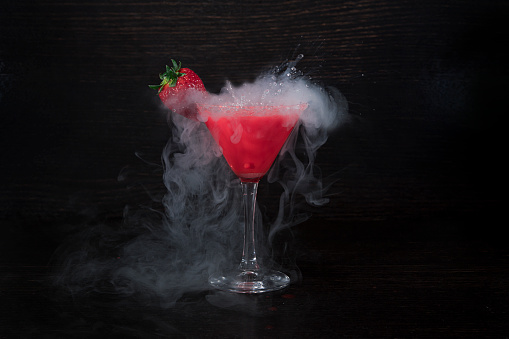 Cocktail「Strawberry martini Cocktail with liquid nitrogen」:スマホ壁紙(14)