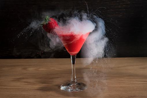 Cocktail「Strawberry martini Cocktail with liquid nitrogen」:スマホ壁紙(15)