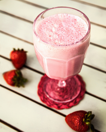 Milkshake「Strawberry smoothie with strawberries」:スマホ壁紙(7)
