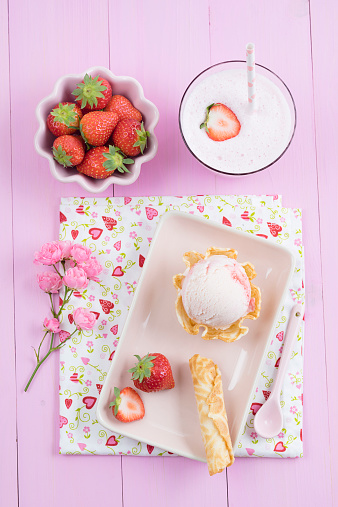 アイスクリーム「Strawberry icecream and milkshake」:スマホ壁紙(5)
