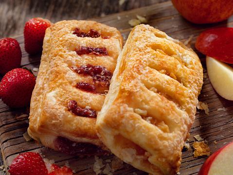 Bakery「Strawberry and Apple Strudels」:スマホ壁紙(0)