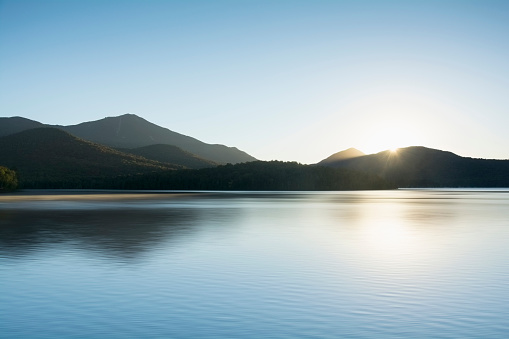 Dawn「USA, New York State, St Armand, Lake Placid at sunrise」:スマホ壁紙(8)