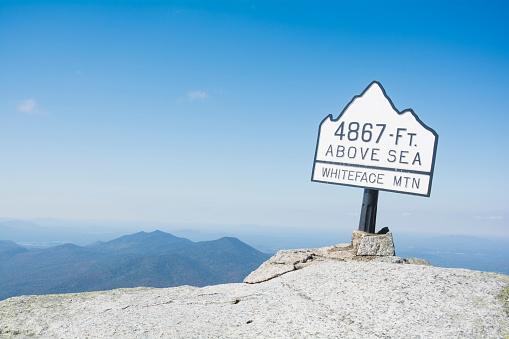 Adirondack Mountains「USA, New York State, Wilmington, Sign on Whiteface Mountain summit」:スマホ壁紙(8)
