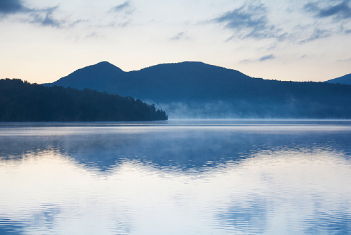 アディロンダック森林保護区「USA, New York, St. Armand, Sunrise over Lake Placid」:スマホ壁紙(0)