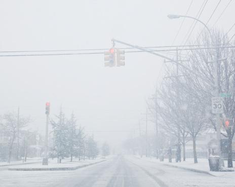 吹雪「USA, New York State, Rockaway Beach, street during blizzard」:スマホ壁紙(0)