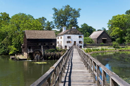 Long Island「USA, New York State, Hudson Valley, Philipsburg Manor, Sleepy Hollow, historical footbridge and buildings」:スマホ壁紙(13)