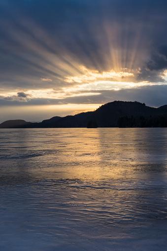 Adirondack Mountains「USA, New York State, Brant Lake in Adirondack region at dusk」:スマホ壁紙(18)
