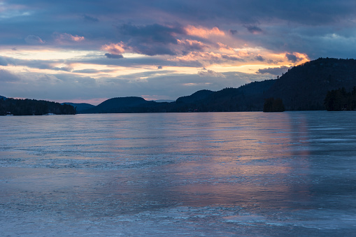 Adirondack Mountains「USA, New York State, Brant Lake in Adirondack region at dusk」:スマホ壁紙(17)