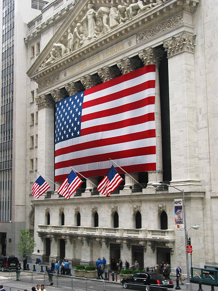 Patriotism「New York Stock Exchange. Neo-classical building covered with the American flag.」:写真・画像(3)[壁紙.com]