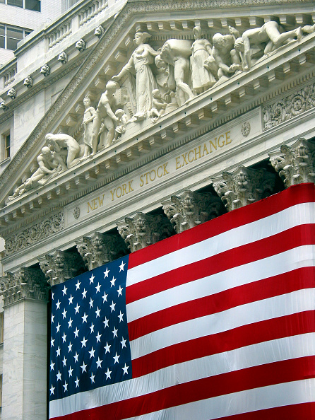 Lower Manhattan「New York Stock Exchange. Neo-classical building covered with the American flag.」:写真・画像(13)[壁紙.com]
