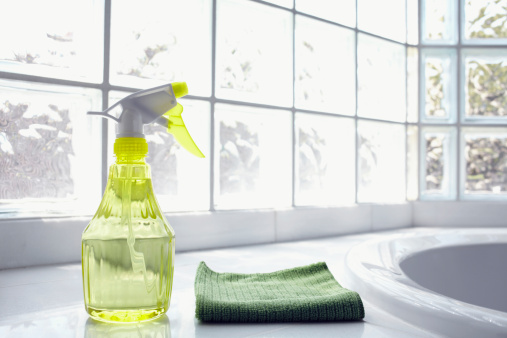 Spray Bottle「USA, New York State, New York City, Brooklyn, Cleaning supplies in front of glass brick wall」:スマホ壁紙(4)