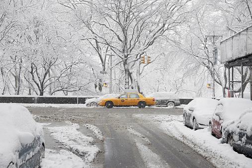 吹雪「USA, New York State, New York City, Yellow taxi at winter」:スマホ壁紙(11)