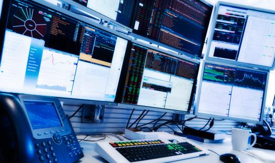 投資「USA, New York State, New York City, Monitors above trading desk」:スマホ壁紙(12)