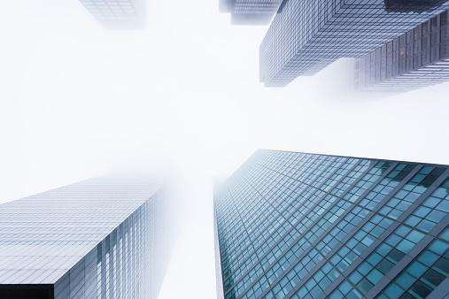 Fog「USA, New York State, New York City, Manhattan, View of skyscrapers in mist」:スマホ壁紙(2)