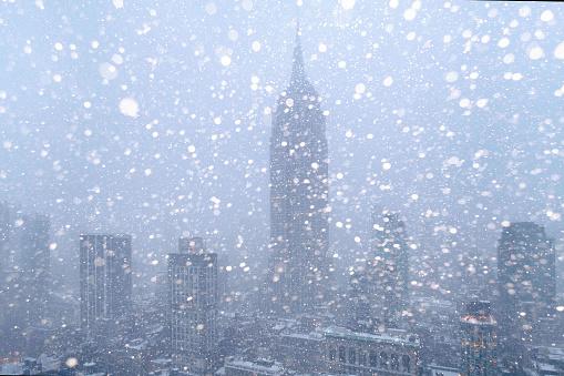 吹雪「USA, New York State, New York City, Empire State Building and city skyline in snow」:スマホ壁紙(16)