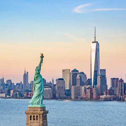 Female Likeness「USA, New York State, New York City, Statue of Liberty and One World Trade Centre」:スマホ壁紙(9)