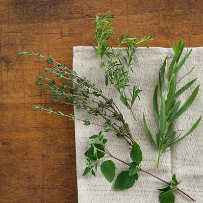 Tarragon「USA, New York State, New York City, Variation of herbs on table」:スマホ壁紙(11)