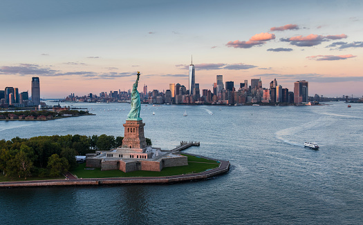 Freedom「USA, New York State, New York City, Aerial view of city with Statue of Liberty at sunset」:スマホ壁紙(0)