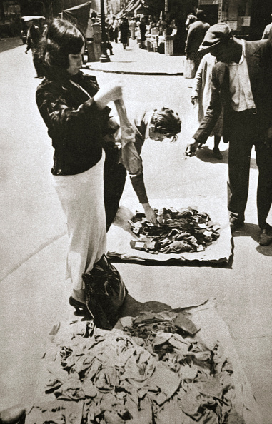 Avenue「New York Street Trader Selling Stockings USA circa 1920s-circa 1930s」:写真・画像(4)[壁紙.com]
