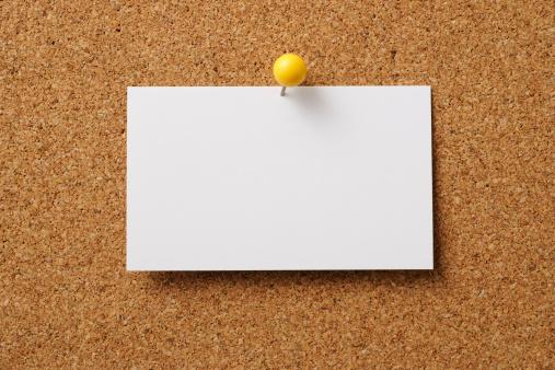 Thumbtack「Pin-up of blank business card on cork board」:スマホ壁紙(19)