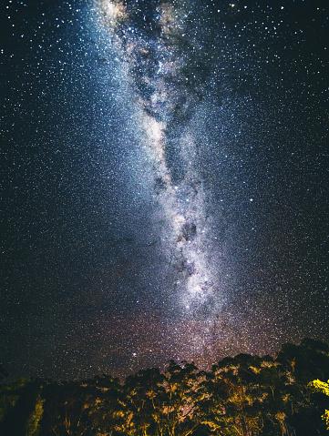星空「夜の天の川銀河」:スマホ壁紙(12)