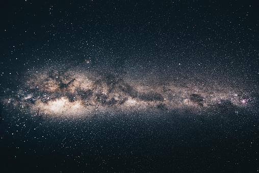 星空「夜の天の川銀河」:スマホ壁紙(13)