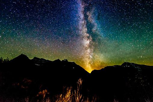 star sky「Milky Way Galaxy ビューレイノルズ山の氷河国立公園モンタナ」:スマホ壁紙(3)