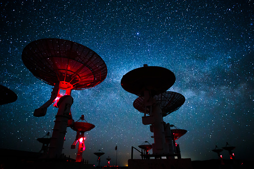 Meteorite「Milky Way galaxy over the satellite receiving station」:スマホ壁紙(14)