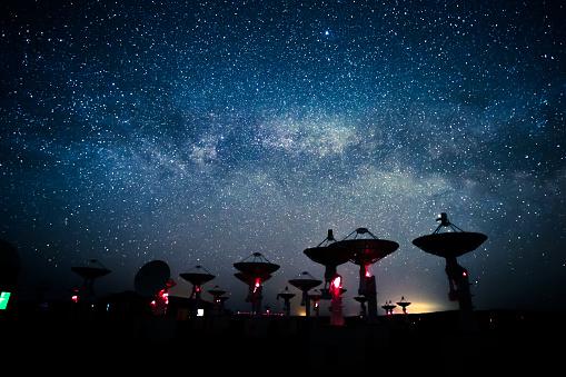 Meteorite「Milky Way galaxy over the satellite receiving station」:スマホ壁紙(16)