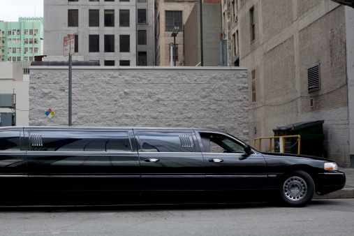 City Of Los Angeles「a stretch limo parks downtown」:スマホ壁紙(17)