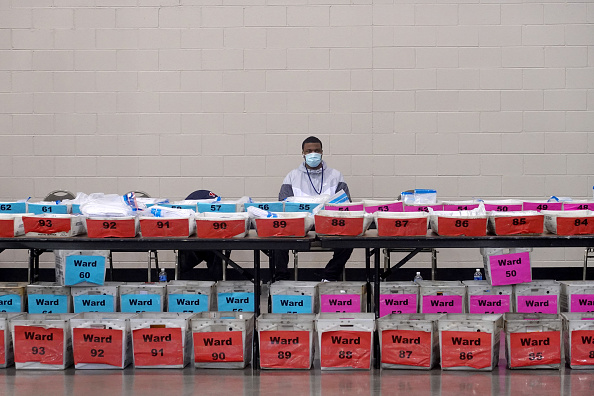 Voting Ballot「Election Recount Begins In Two Wisconsin Counties」:写真・画像(17)[壁紙.com]
