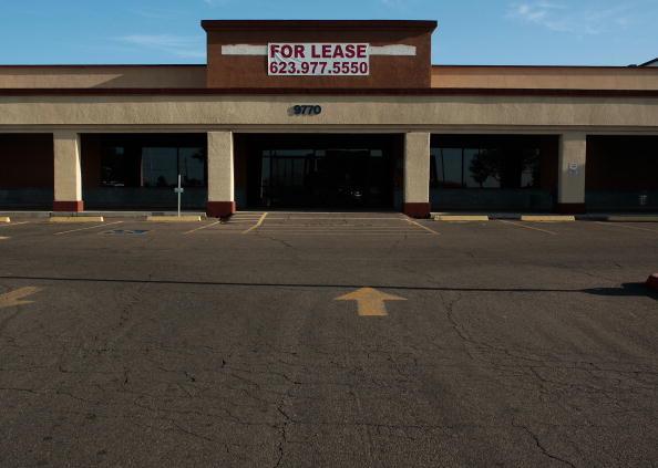 Strip Mall「US Economic Slowdown Prompts Rise in Price of Staple Foods」:写真・画像(0)[壁紙.com]