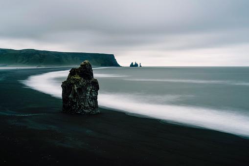 Basalt「Reynisfjara black sand beach in Southern Iceland」:スマホ壁紙(11)