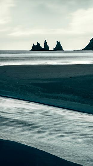 Basalt「Reynisfjara black sand beach in Southern Iceland」:スマホ壁紙(12)