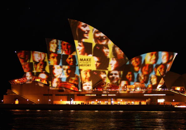Multi-Ethnic Group「Make Poverty History Projects Faces Onto The Sydney Opera House」:写真・画像(16)[壁紙.com]