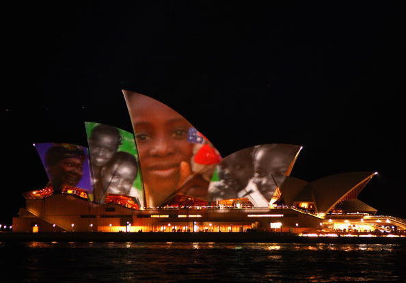 Multi-Ethnic Group「Make Poverty History Projects Faces Onto The Sydney Opera House」:写真・画像(18)[壁紙.com]